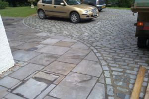 Reclaimed Granite Setts & Ant Black Paving